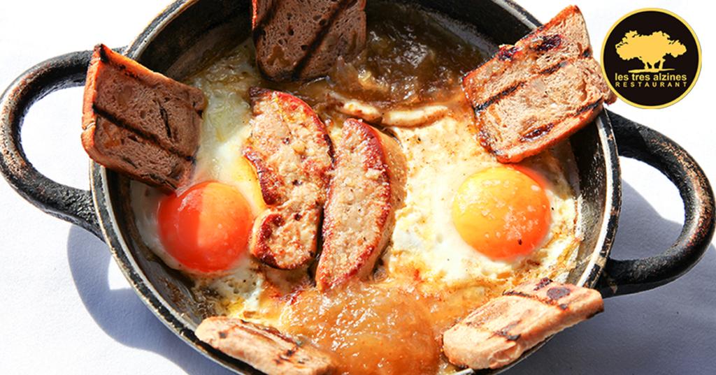 Restaurante braseria en La Roca Village - Les Tres Alzines - Huevos con foie y compota de higo