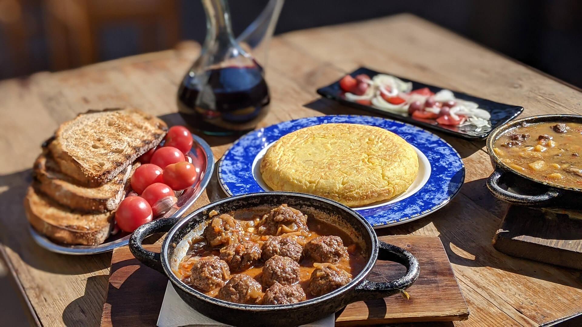 Restaurante braseria en La Roca Village - Les Tres Alzines - Esmorzar de forquilla